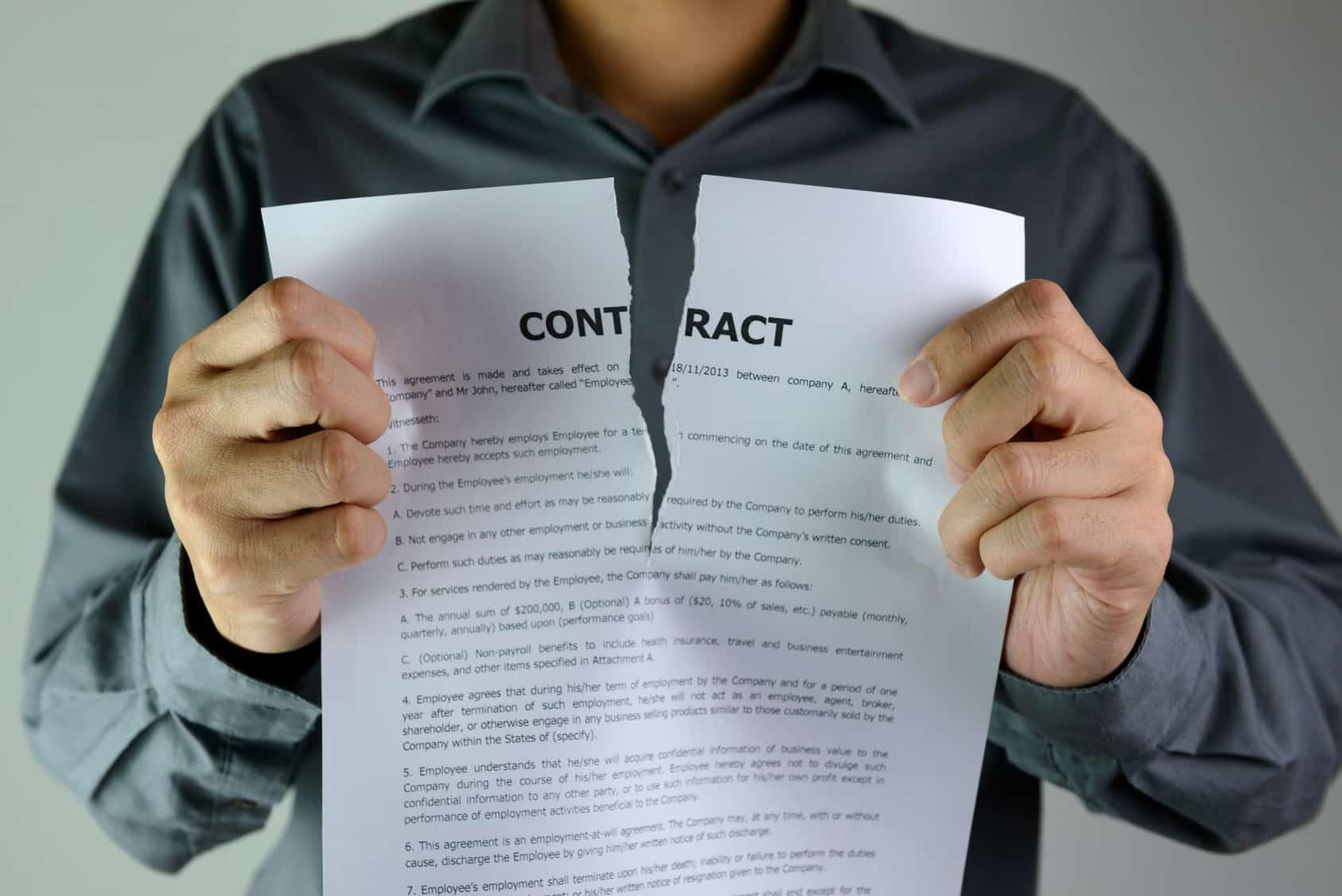 Un contrat déchiré en deux