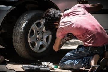 Réparation automobile à la maison